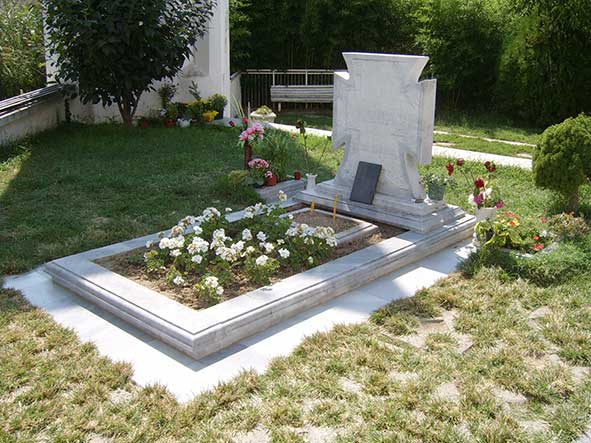 Baba Vanga's grave in Rupite, Bulgaria (Photo: In-cognito)