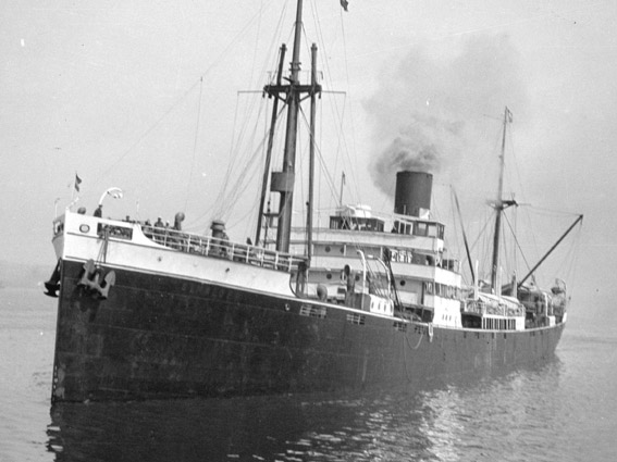 Dutch freighter SS Simaloer (Photo: Walter E. Frost)