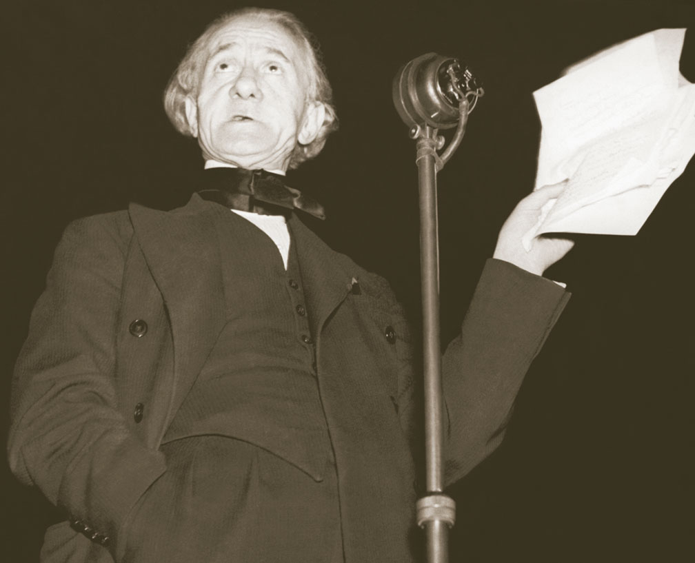 Campaigning journalist Hannen Swaffer speaking at one of the huge propaganda meetings he and Barbanell addressed
